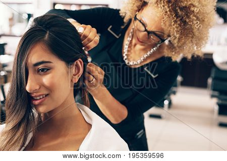 Hairdresser Working On A Woman 's Hair At Salon