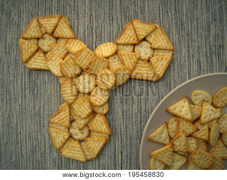 Spinner from crackers and crackers on a plate, snacks.
