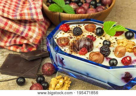 Pudding with oatmeal and black currant. Summer freshness of fresh fruit. Healthy snacking