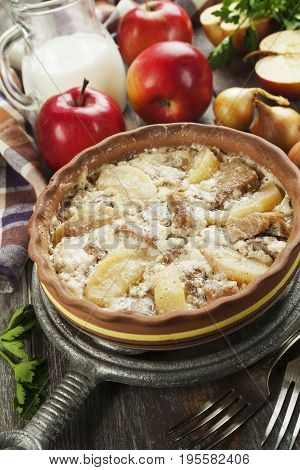 Pork Stewed With Apples