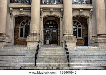 Entryway into a government building with stairs and columns