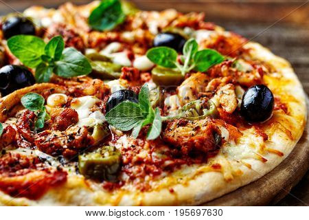 Spicy Pizza with Chicken Gyros