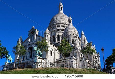 The famous basilica of Sacre-Coeur in Montmartre, Paris.