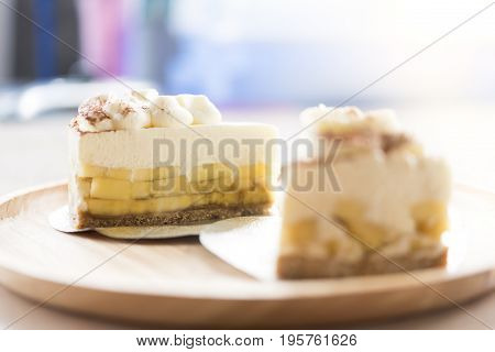 2 Banoffee pie with chocolate powder on wooden plate