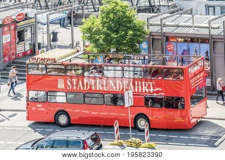 HAMBURG , GERMANY - JULY 14, 2017: Passengers getting on the red city tour bus in St. Pauli