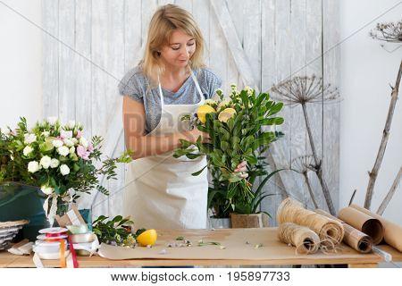 Blonde composes bouquet with lemon