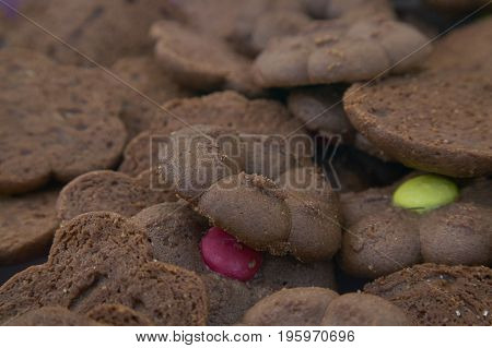 Macro detail of a multitude of chocolate biscuits with blurry background.