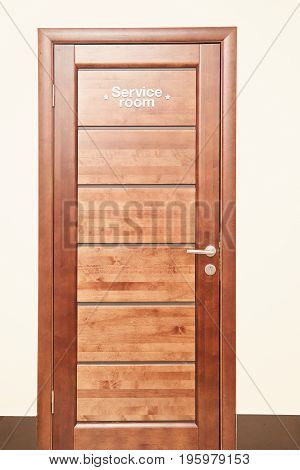 Service room is the inscription on a wooden door