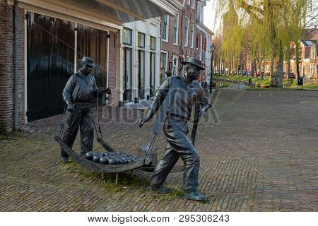 Edam, Netherlands - April 7, 2019: Statue Of Cheese Carriers On The Former Official Cheese Market Of