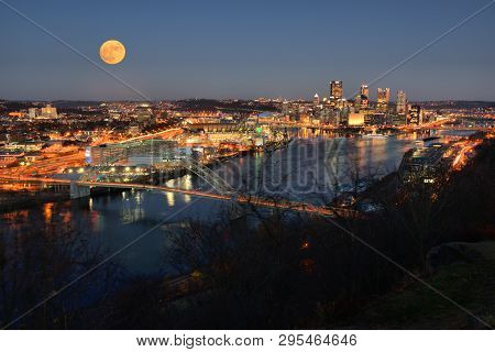Pittsburgh, Pennsylvania - November 24, 2017: View Of A Rising Moon Above Pittsburgh, Pennsylvania