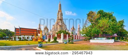 Beautiful view of War Arun a Buddhist temple in Bangkok Yai district of Bangkok, Thailand. Panorama