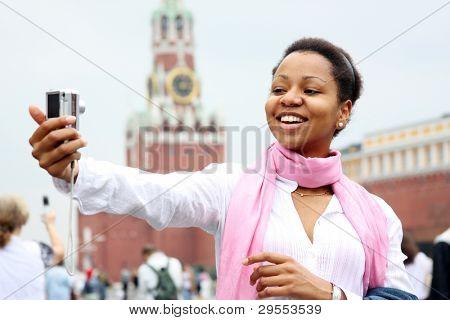 Touristique de la femme sont photographiés à Moscou (Russie)