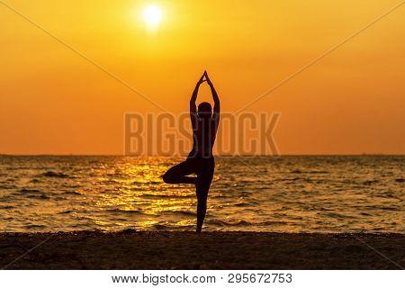 Balance Meditation Yoga Spirit Lifestyle Mind Woman Peace Vitality, Silhouette Outdoors On The Sea S