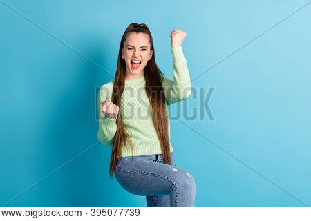 Portrait Of Her She Nice-looking Attractive Lovely Cheerful Cheery Ecstatic Brown-haired Girl Celebr