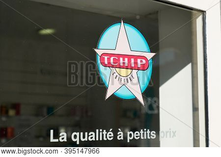 Bordeaux , Aquitaine / France - 11 11 2020 : Tchip Logo And Text Sign On Windows Store Low Cost Pric