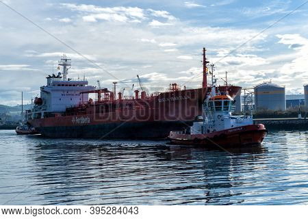Avilés, Asturias / Spain - 7 November 2020: Freight Ship And Tugboat On The Aviles River In Northern