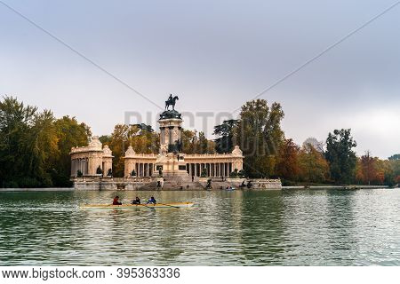 Madrid, Spain - October 24, 2020: Amateur People Canoeing In The Pond Of Buen Reiro Park In Madrid D
