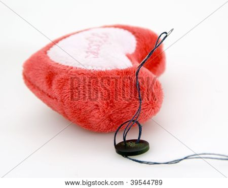 Plushy heart for needles