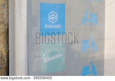 Bordeaux , Aquitaine / France - 11 11 2020 : Piaggio And Vespa Logo And Text Sign Of Italian Motorcy