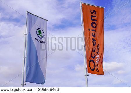 Bordeaux , Aquitaine / France - 11 11 2020 : Skoda And Das Welt Auto Flag Of Dealership Sign Store S