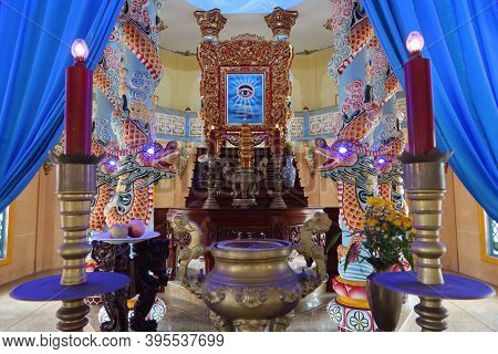 Hoi An, Vietnam, November 19, 2020: Altar With Dragons And The All-seeing Eye In The Main Hall Of Wo