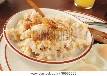 Oatmeal With Brown Sugar And Cinnamon
