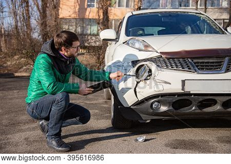 Insurance Agent Will Examine And Examine The Damage To The Car After An Accident. Inspection Of The