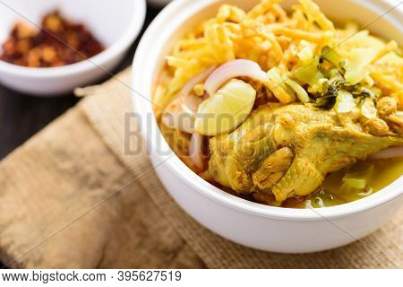 Northern Thai Food (khao Soi), Spicy Curry Noodles Soup With Chicken In A Bowl Eating With Crispy De
