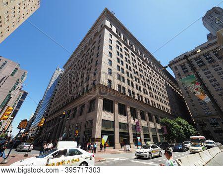 Philadelphia, Usa- June 11, 2019: Wide Angle Image Of The Macys Department Store In Philadelphia. Th