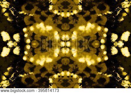 Seamless Cobra Pattern. Python Or Cobra Wild Print. Trendy Safari Background. Yellow, Brown And Gold