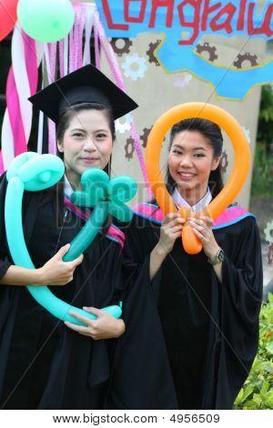 Graduados de la Universidad de Asia