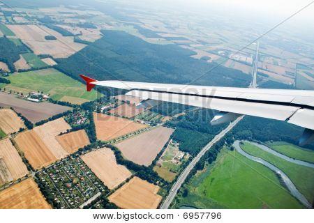 Uma vista aérea de um avião