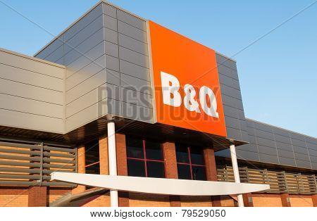 B&Q Sign And Shopfront