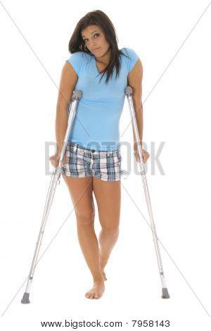 拐杖的伤心女人