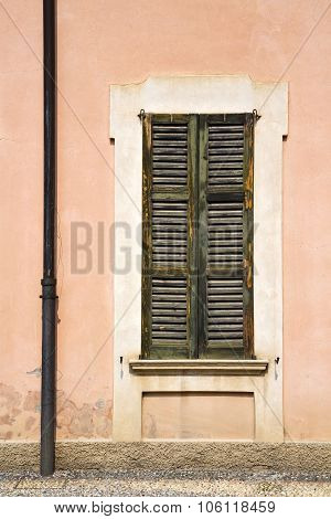 Window  Varese Palaces Italy    In The Concrete  Brick
