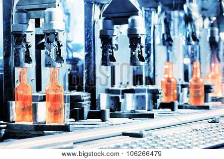 Manufacturing process of bottles