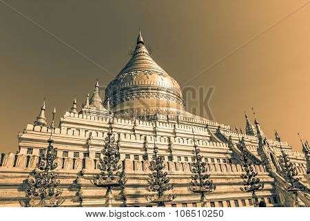 Clusters of zayats. The Shwezigon Pagoda