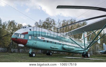 V-12 (mi-12) - Heavy Transport Helicopter- 1967