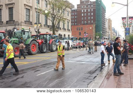 Canadian Dairy Farmers Protest