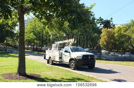 Cherry Picker Pick-up Truck