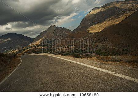 Picture of a road in the mountains