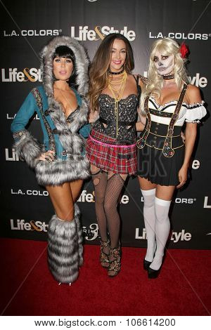 LOS ANGELES - OCT 29:  Gretchen Rossi, Courtney Sixx, Lizzie Rovsek at the Life & Style Weekly's