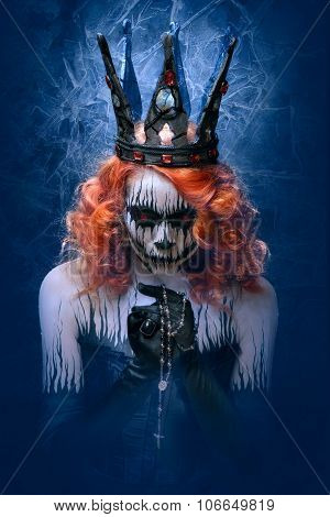 Queen of death scary body art to halloween
