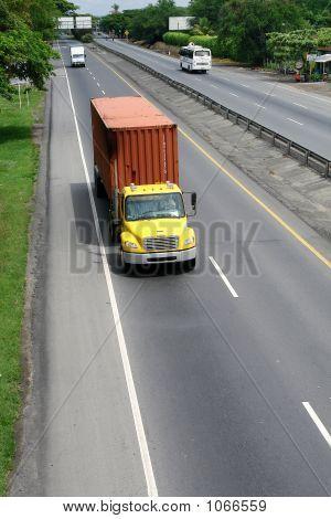 Truck In Highway  Camion En Autopista