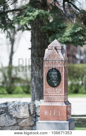 Louis Riel tombstone under old tree