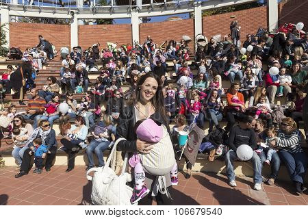 Hundreds Of Mothers Attended 6Th Nationwide Breastfeeding In Public Garden Theater In Thessaloniki I