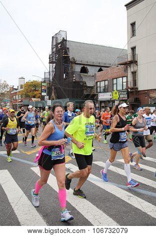 New York City Marathon runners traverse 26.2 miles through all five NYC boroughs
