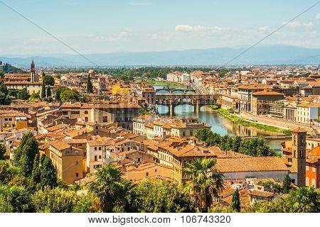 Pone Vecchio over Arno river in Florence, Italy.