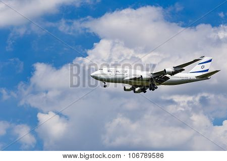 An El Al Israel Airlines Boeing 747 Approaching To Airport
