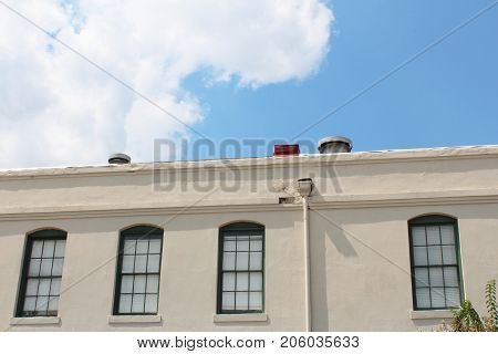 Multiple paned windows along the top of a commercial office building